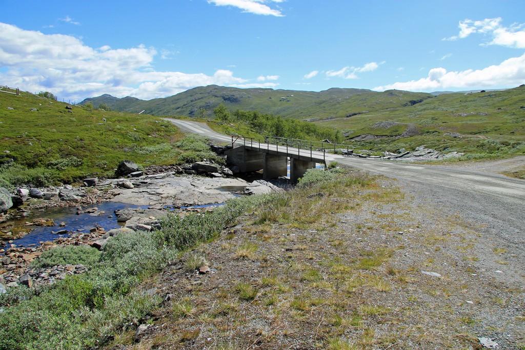 Road to Mugnetind