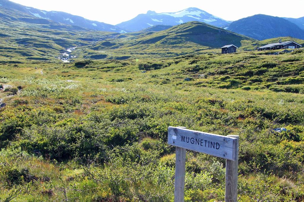 Mugnetind hike start