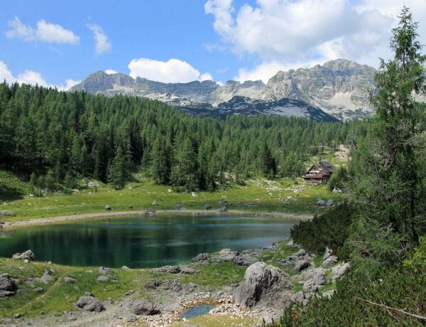 Dvojno jezero Triglav Lakes Valley