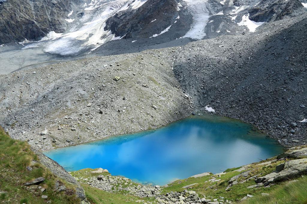 Tour des Lacs Morraine lake