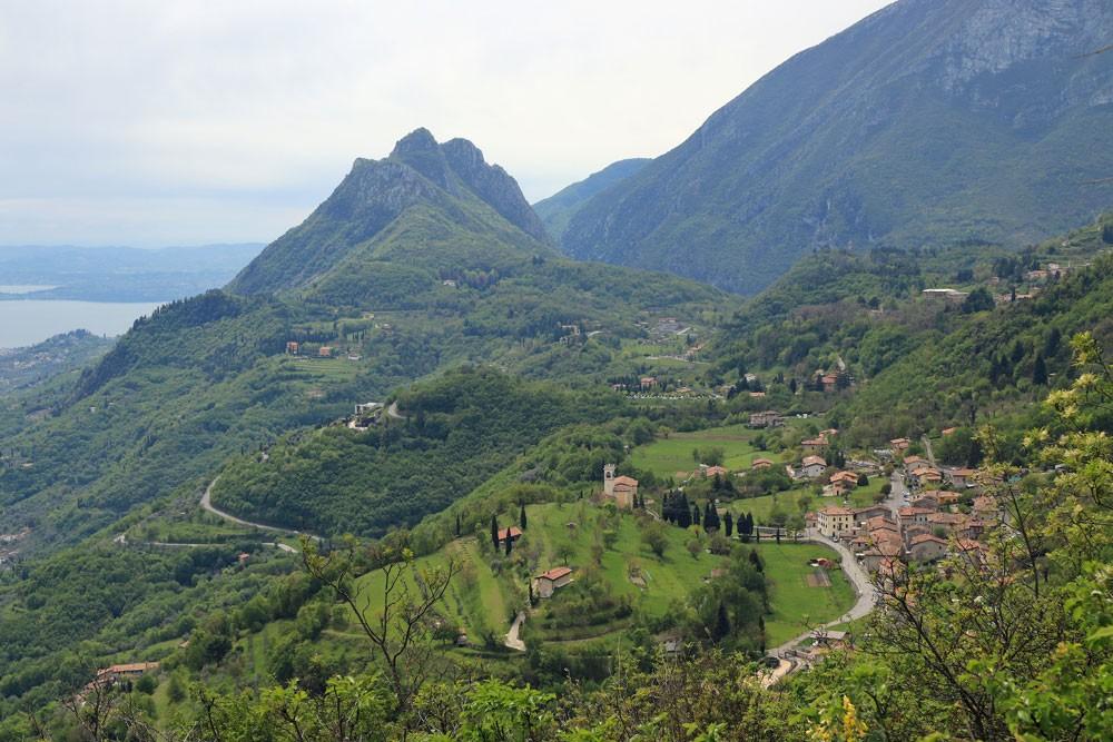 Sasso met Monte Castello di Gaino